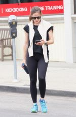 Jennifer Garner Grabs coffee in the morning after the gym in Brentwood