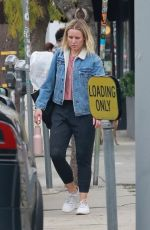 Kristen Bell Leaving a yoga class in Los Feliz
