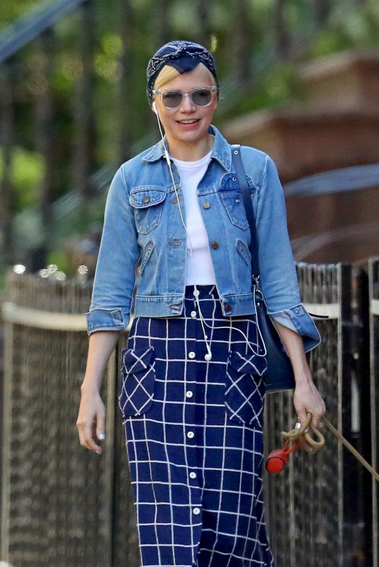Michelle Williams Out walking her dog in New York City