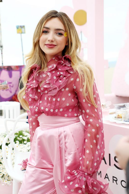 Peyton List At Marc Jacobs Daisy Love