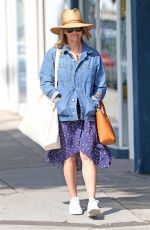Reese Witherspoon Shopping in Brentwood