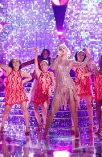 Taylor Swift Performs at The Voice Season 16 Finale