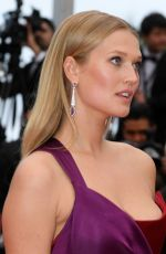 Toni Garrn At Screening of