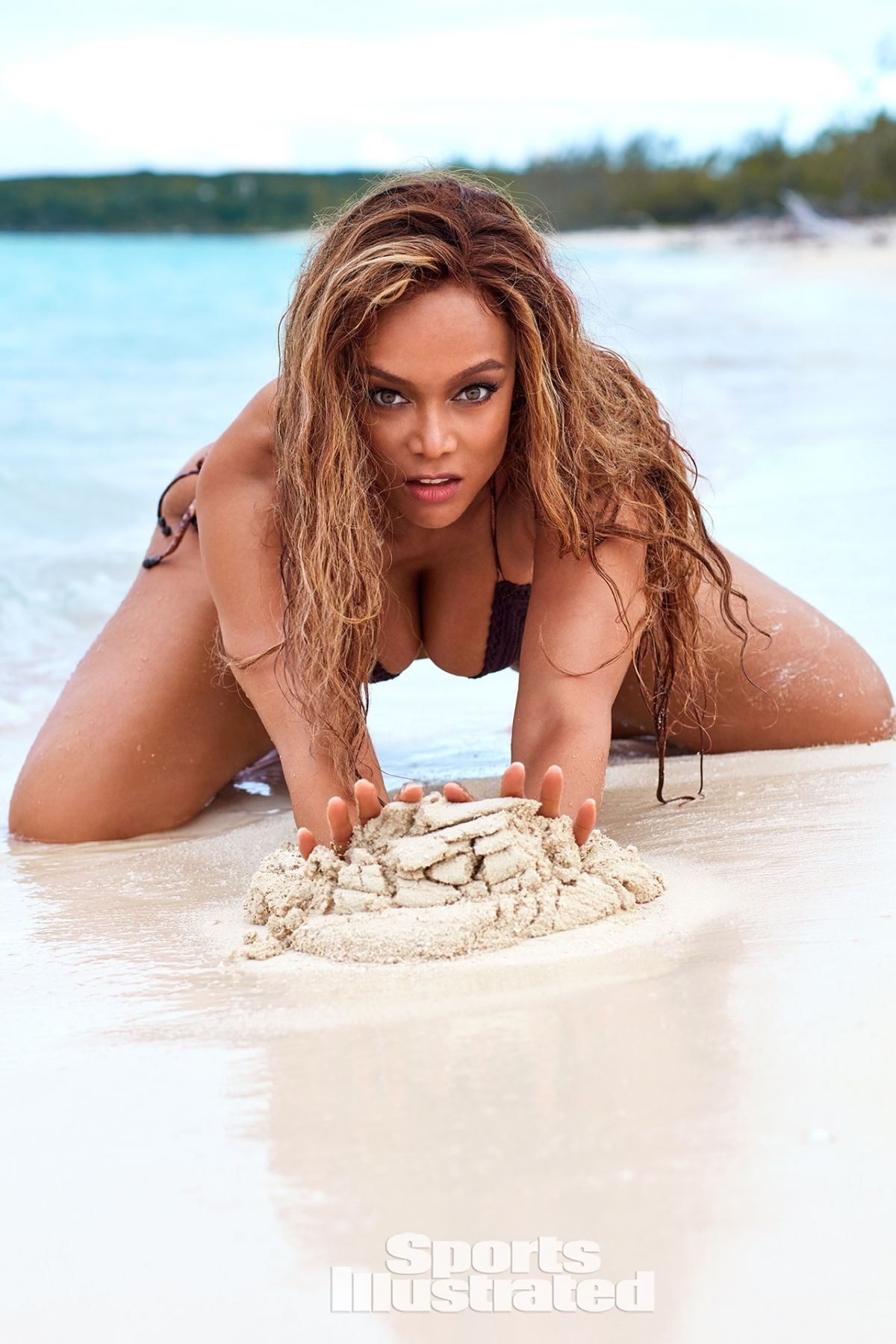 http://www.celebzz.com/wp-content/uploads/2019/05/tyra-banks-sports-illustrated-swimsuit-2019-13.jpg