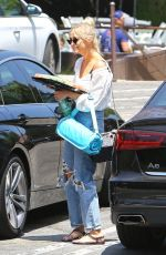 Ashlee Simpson Arrives at a kids party at a local L.A. Park in Los Angeles