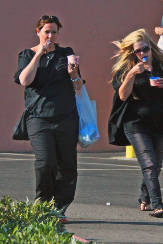 Avril Lavigne Enjoys some ice cream with a friend