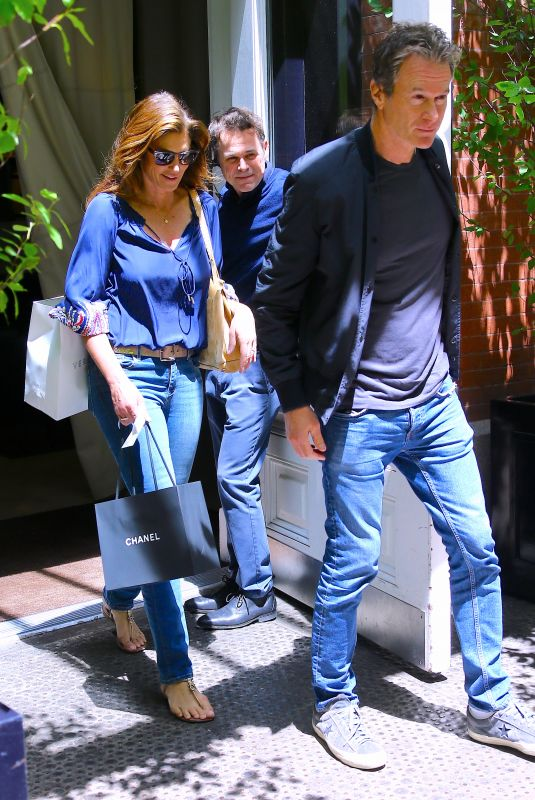Cindy Crawford Is checking out with her husband Rande Gerber the Mercer Hotel in Soho