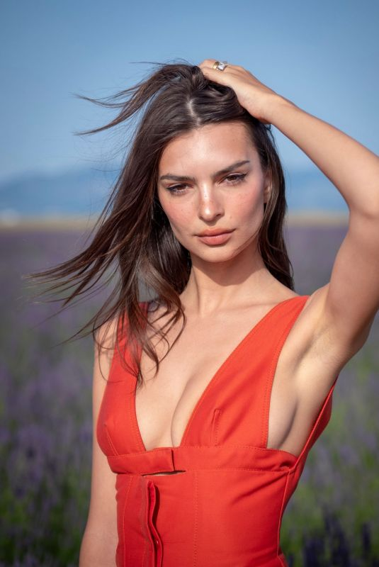Emily Ratajkowski At Jacquemus Spring/Summer 2020 show in Valensole
