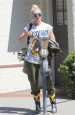 Gwen Stefani Spotted out and about in Beverly Hills