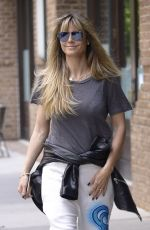 Heidi Klum Wears no make-up while getting breakfast in NYC