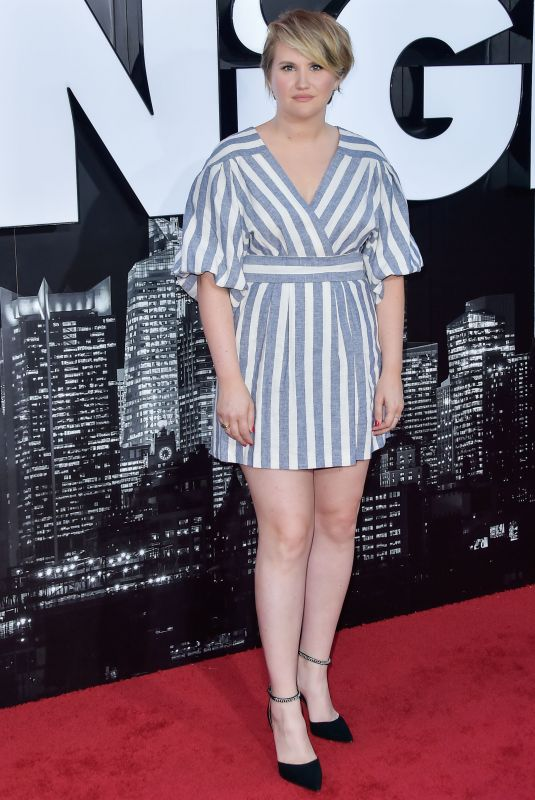 Jillian Bell Arrives at the Los Angeles Premiere Of Amazon Studio