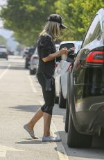 Sarah Michelle Gellar Out in Los Angeles