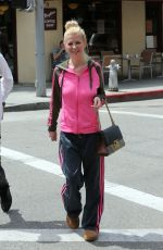 Tara Reid Steps out for breakfast in Beverly Hills