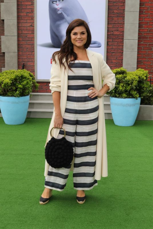 Tiffani Thiessen At Premiere of Universal Pictures