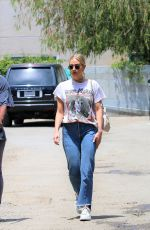 Ashlee Simpson Shopping in Studio City