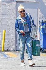 Gwen Stefani Gets some shopping done in Los Angeles