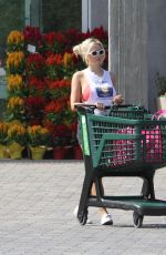 Holly Madison Grocery shopping in Malibu