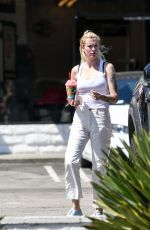 Ireland Baldwin Spotted grabbing a Slurpee from a 7-11 in Los Angeles