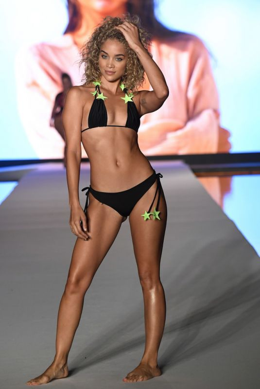 Jasmine Sanders At 2019 Sports Illustrated Swimsuit Runway Show at Miami Swim Week