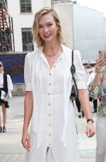 Karlie Kloss Arriving at Vogue House for the Vogue August Issue Live Signing in London