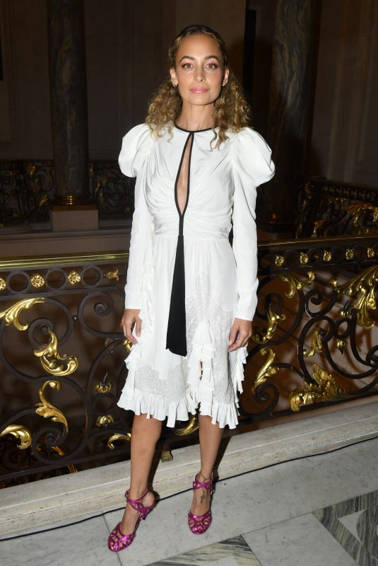 Nicole Richie Attends the Giambattista Valli Haute Couture Fall/Winter 2019 2020 show as part of Paris Fashion Week
