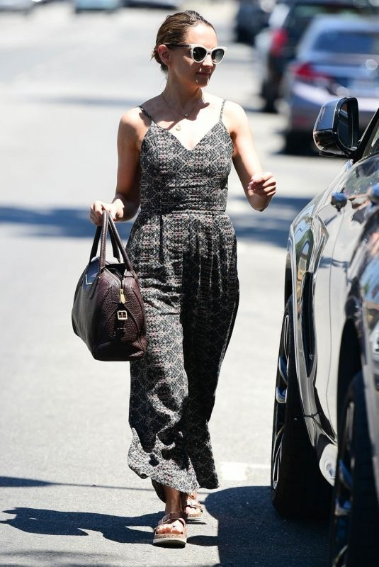Rachael Leigh Cook Out for lunch in Studio City