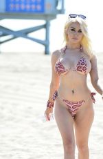 Courtney Stodden Wears two-piece swimsuit at the beach in Los Angeles