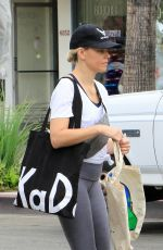 Elizabeth Banks Out shopping in Los Angeles