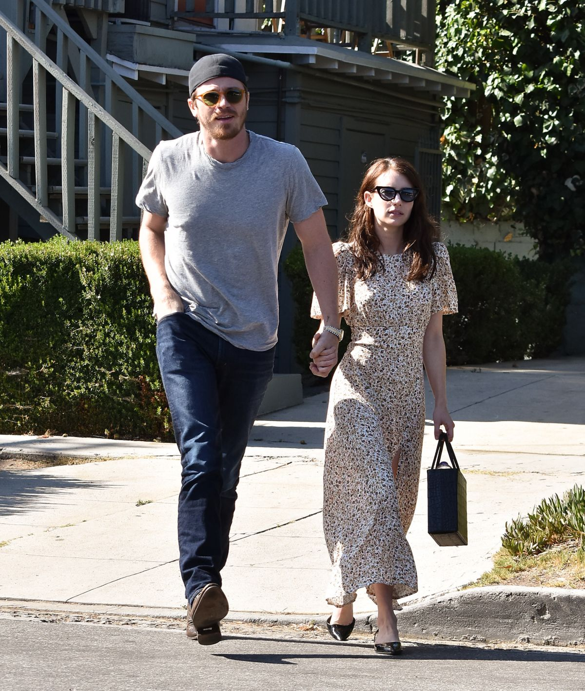 Emma Roberts Out for lunch with boyfriend Garrett Hedlund ...