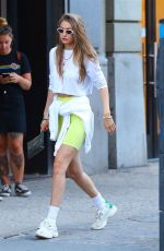 Gigi Hadid Takes a walk to meet with friends in New York City