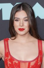Hailee Steinfeld At 2019 MTV Video Music Awards in Newark