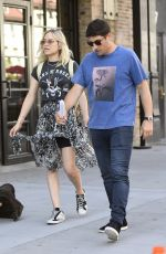 Jason Biggs Takes his wife Jenny Mollen out for lunch in the West Village section of New York City