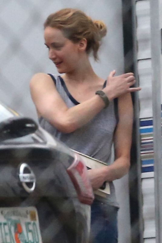 Jennifer Lawrence Receives a large bouquet of white flowers delivered to her trailer on the set in New Orleans