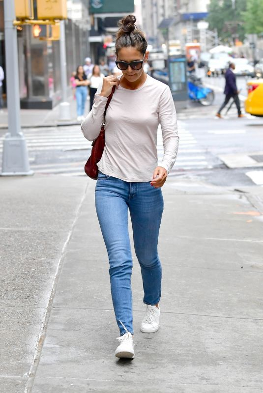 Katie Holmes Going to the Four Seasons Hotel in New York City