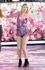 Taylor Swift Performing on