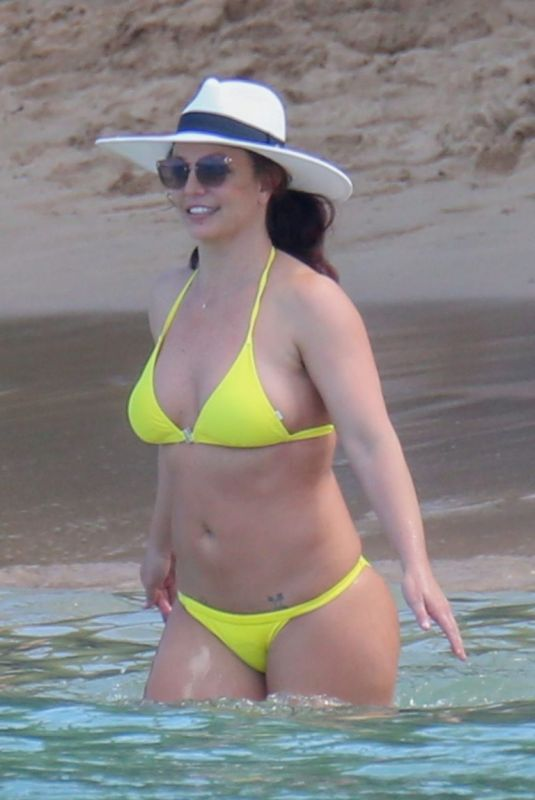 Britney Spears In Yellow bikini at the beach in Hawaii