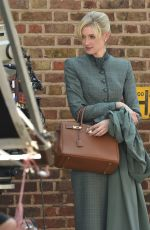 Elizabeth Debicki On the set of
