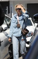 Hailey Baldwin Leaving Meche Salon in Beverly Hills