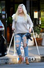 Jennie Garth looks to Tori Spelling for some Friendly Comfort over lunch in Studio City