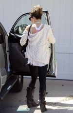 Kate Beckinsale Returns home from a gym session wearing her favorite boots in Pacific Palisades