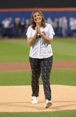 Mariska Hargitay Throws out the first pitch of the LA Dogers vs NY Mets game in NY