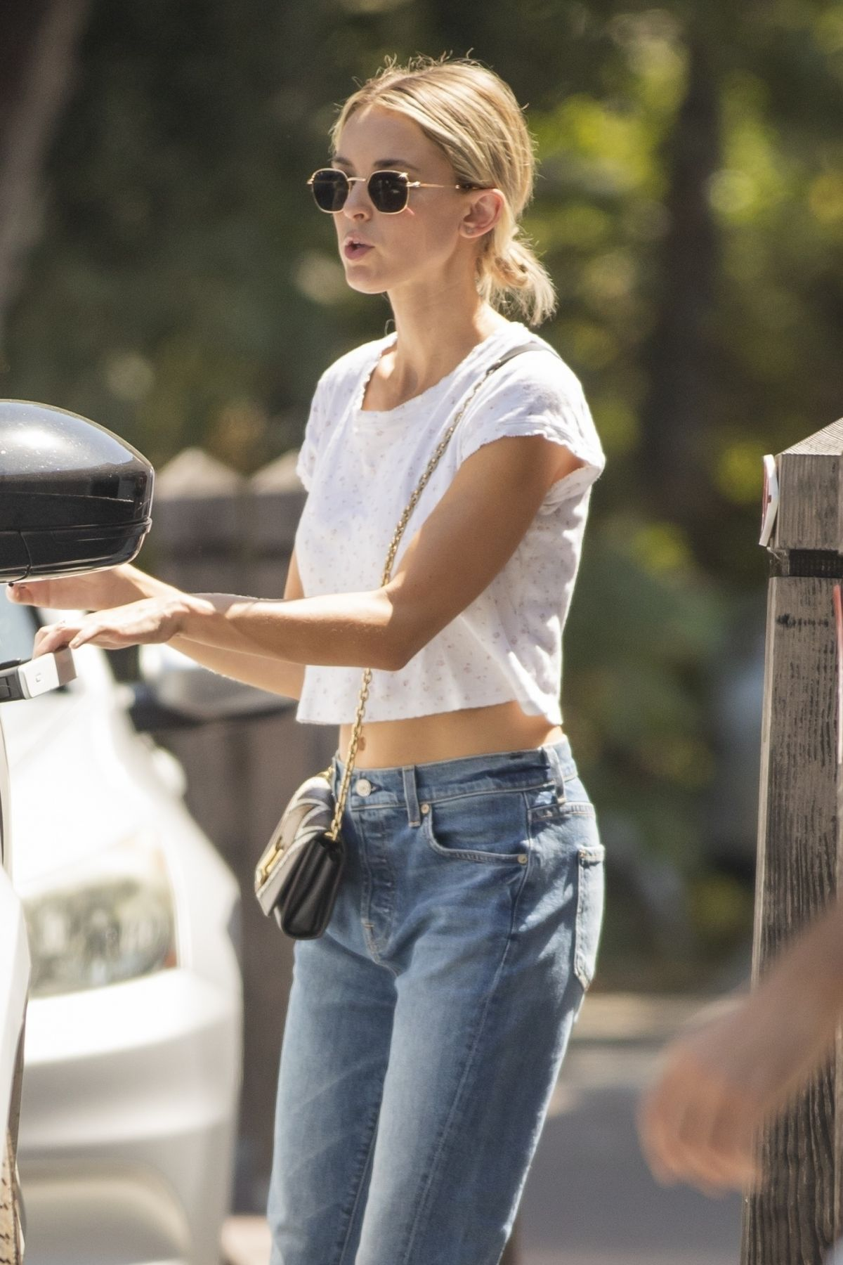 Miley Cyrus & Kaitlynn Carter Seen getting lunch in Los ...