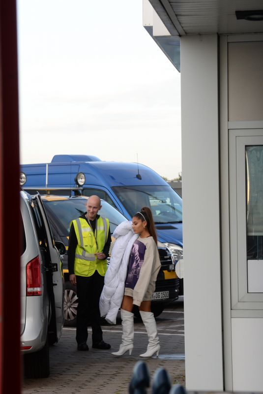 Ariana Grande Taking a private jet from Hamburg to Berlin
