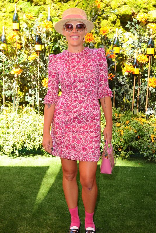 Busy Phillips Attends the 10th annual Veuve Clicquot Polo Classic at Will Rogers State Historic Park in Los Angeles