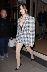 Hailee Steinfeld Leaving her hotel in London