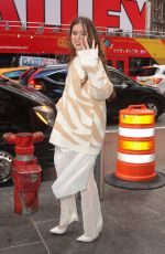 Hailee Steinfeld Out promoting