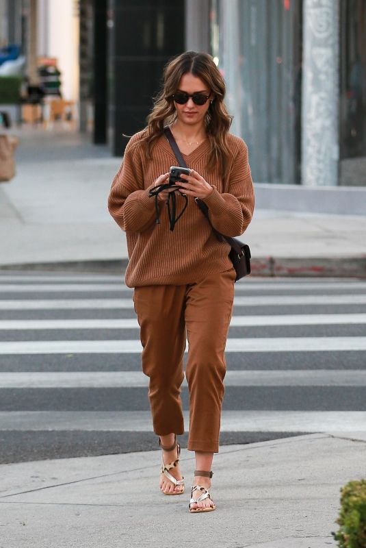 Jessica Alba Out with her mom in West Hollywood