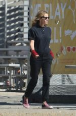 Julia Roberts At Sports classic black to take her son to the skate park in Malibu