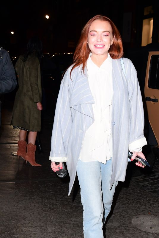 Lindsay Lohan Basks in the Flashes of the Paparazzi Who Are Waiting to Photograph Kim Kardashian in NYC