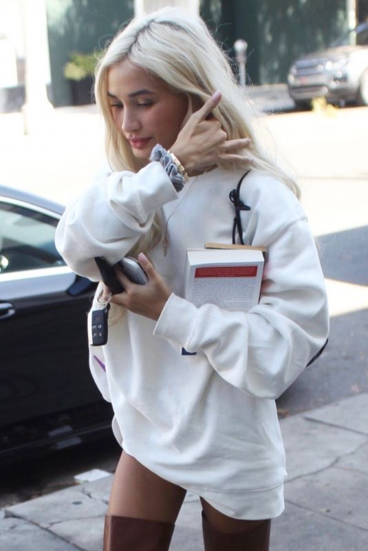 Pia Mia Steps out for some shopping on Melrose Place in West Hollywood